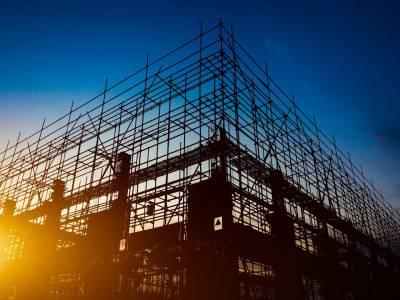 Ministerstwo Inwestycji i Rozwoju przygotowuje spore zmiany w Prawie budowlanym. Pozwolą one na szybsze i prostsze dopełnienie formalności związane z pozwoleniami na budowę oraz zwiększą bezpieczeństwo pożarowe.